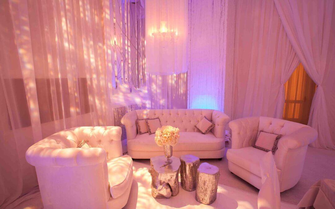 Мягкая мебель создает уютную атмосферу