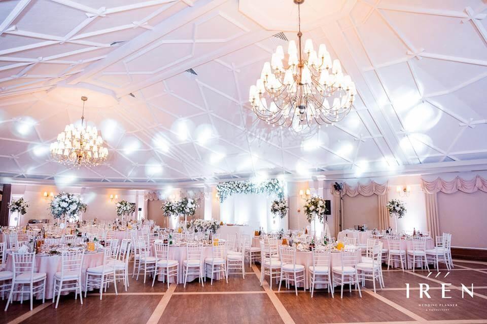Оренда меблів для весілля, організатором якого стала компанія IREN Wedding planner & consultant