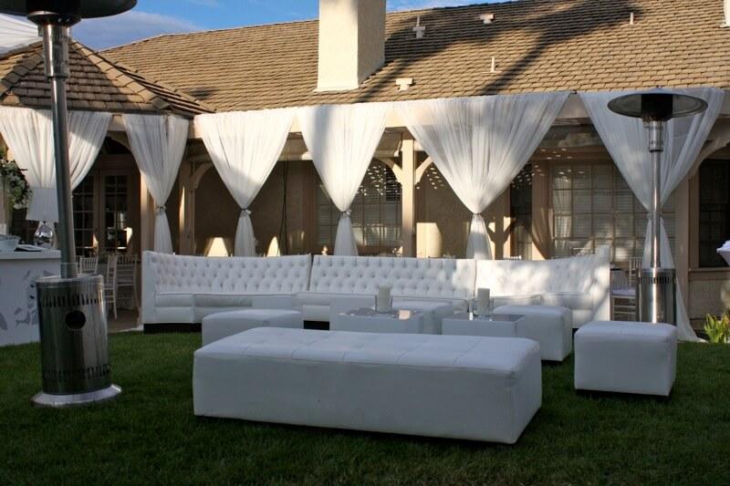 Оренда м'яких меблів: м'які дивани для зони відпочинку